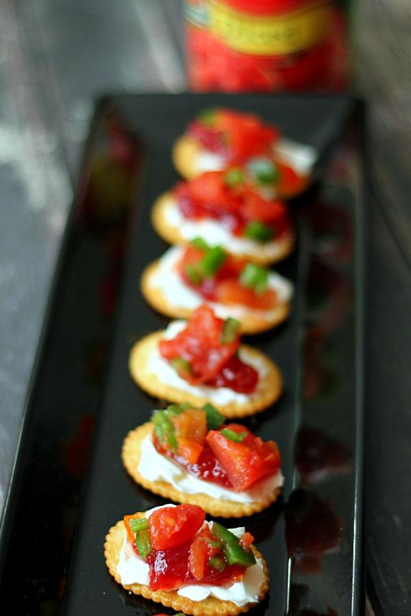 Spicy Cranberry Salsa Crackers