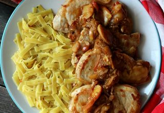 apple-onion-pork-and-noodles
