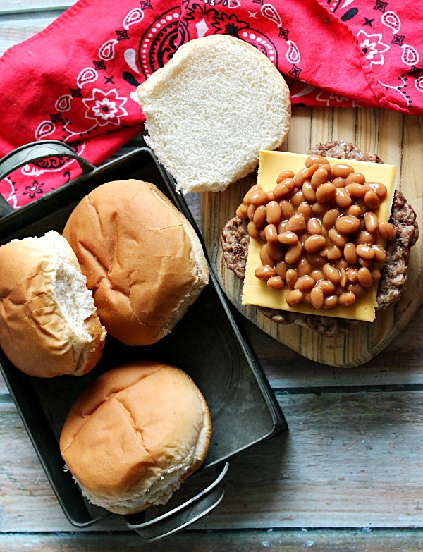 baked-bean-topped-burger