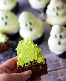 Ghost Hi Hat Cupcakes, filled with green marshmallow frosting (1 of 1)