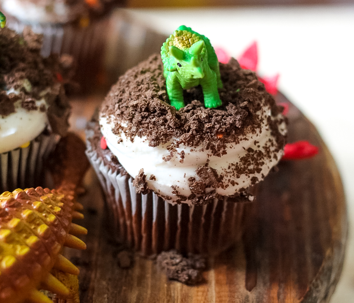 Easy Dinosaur Cupcakes Life With The Crust Cut Off